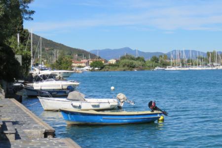 Barche ormeggiate al pontile